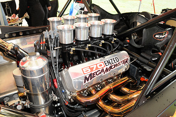 Caughey's massive 570 cubic inch engine.
